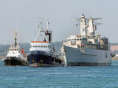 HMS CAMBELTOWN towage by CHRISTOS XXIV