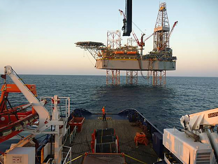 OIL RIG JU ATWOOD BEACON SUPPORT ACTIVITIES BY CHRISTOS XXIII