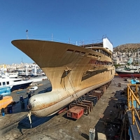 Transferring ashore of new-built ship's hull of 85m length